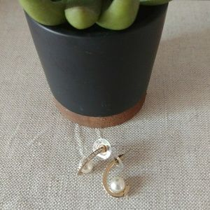 Jewelry - Crystal and pearl earrings